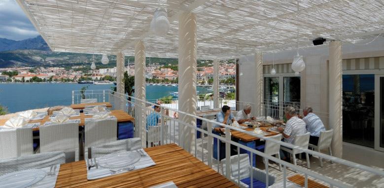 Hotel Osejava, restaurant terrace