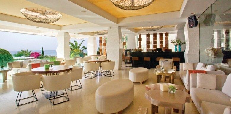 Londa, Caprice bar and terrace