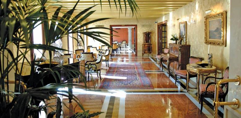 Luna Hotel Baglioni, Cafe Baglioni