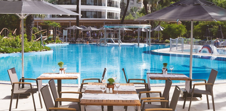 D- Resort Grand Azur, pool snack bar