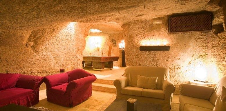 Masseria Torre Coccaro, cigar lounge