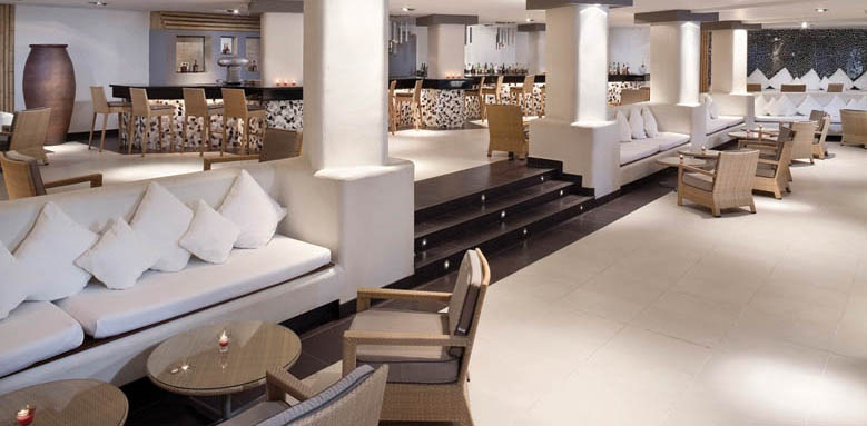 Melia Gorriones, Lounge