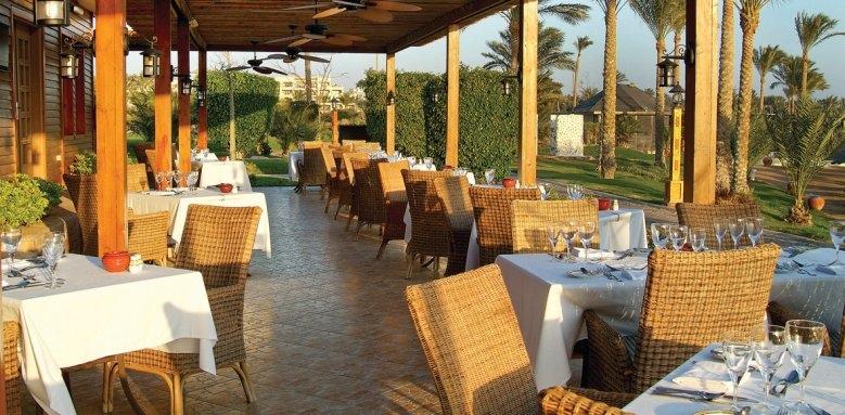 Steigenberger Al Dau Beach Hotel, beach Alexanders restaurant