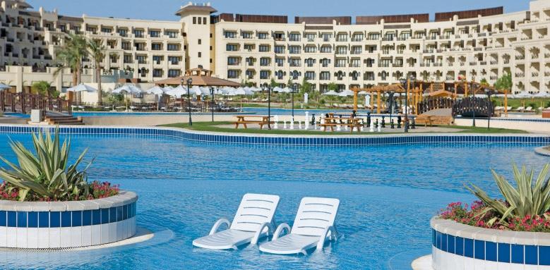 Steigenberger Al Dau Beach Hotel, hotel and pool