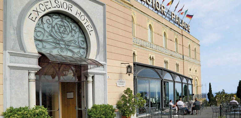 Excelsior Palace Hotel, entrance