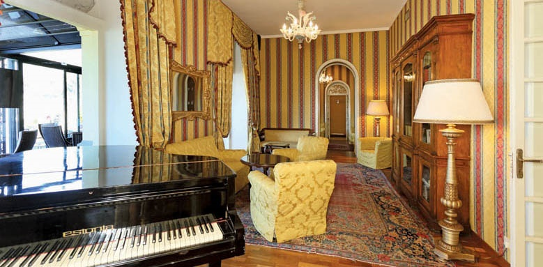 Excelsior Palace Hotel, palace bar
