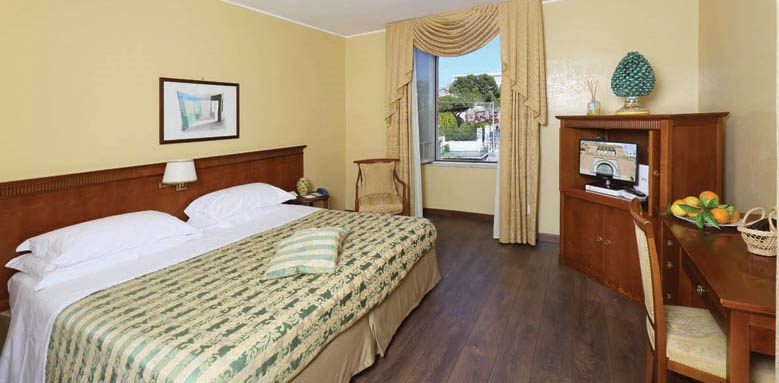 Excelsior Palace Hotel, classic room