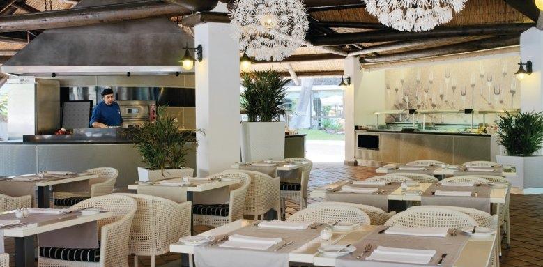 H10 Conquistador, La Choza restaurant