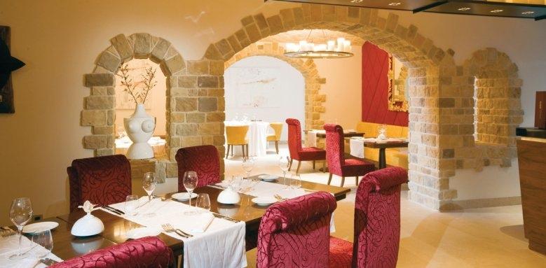 Hotel Monte Mulini, Wine vault restaurant