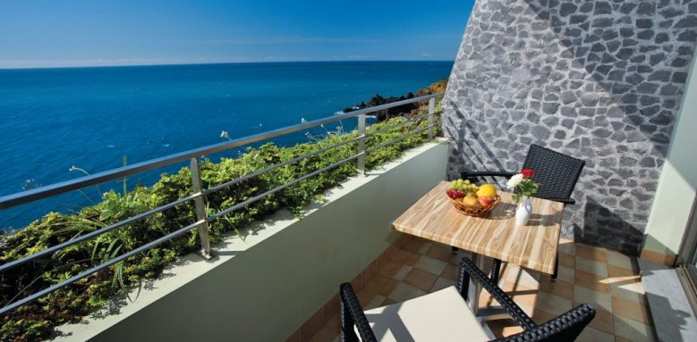 Madeira Regency Cliff, standard and superior room balcony