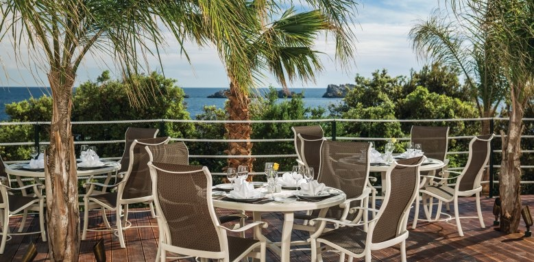Royal Princess Hotel, La Castile restaurant