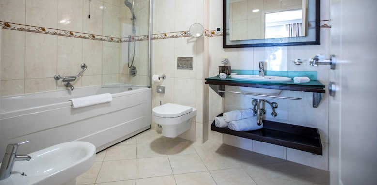 Royal Ariston, luxury room bathroom