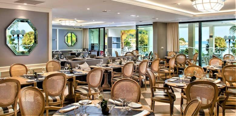Royal Ariston, La Castile restaurant