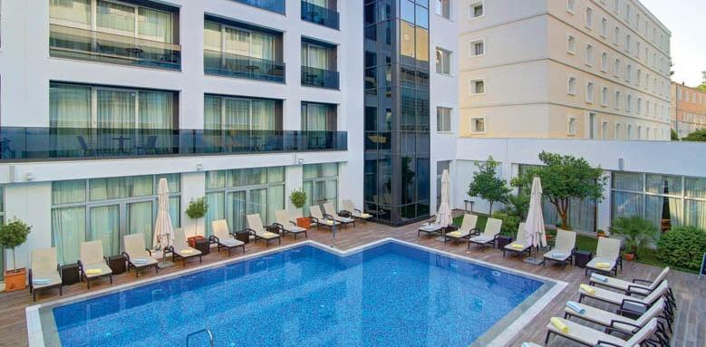 Lero, exterior and pool