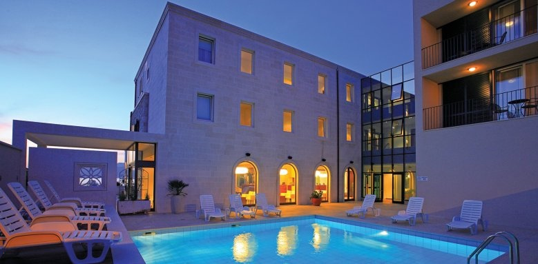Hotel Lipa, pool & exterior