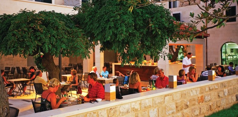 Hotel Lipa, restaurant terrace