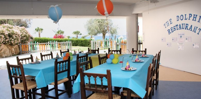 Coral Beach Hotel & Resort, Dolphin kids restaurant