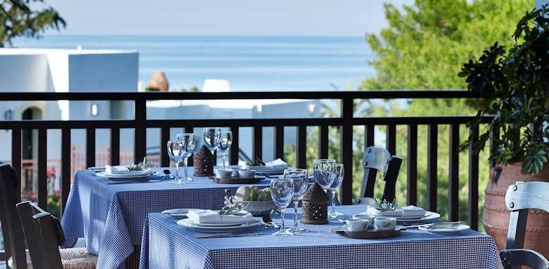 Creta Maris, pithos restaurant