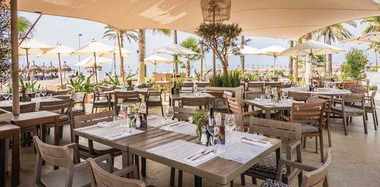 Hotel Puente Romano, restaurant terrace