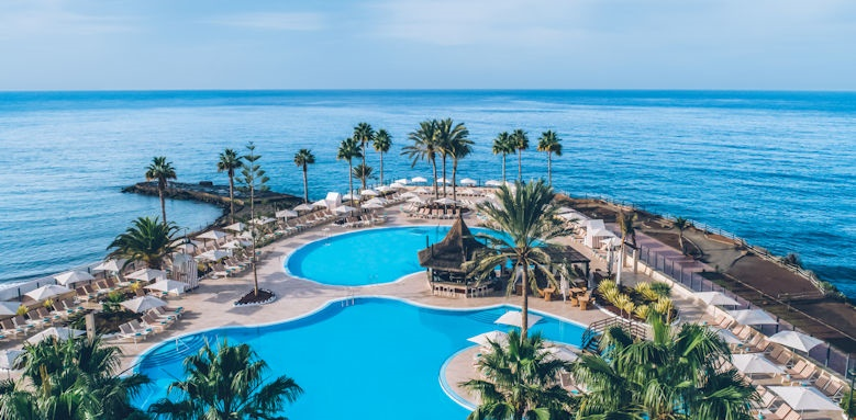 Iberostar Anthelia, pool and palms
