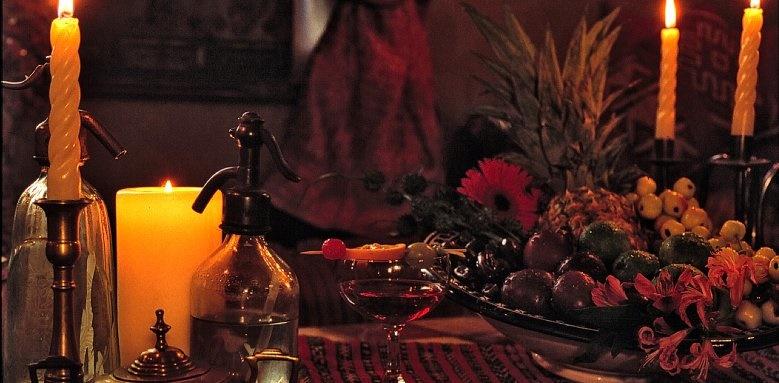 Metropole Hotel, candlelit bar