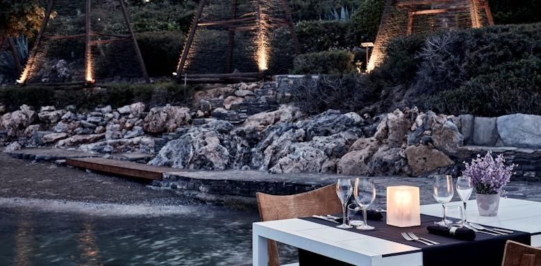 Minos Beach, dining