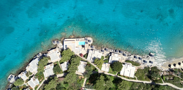 Minos Beach, bungalows and beach