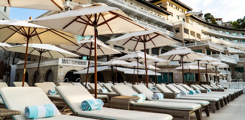 Nixe Palace, sun loungers