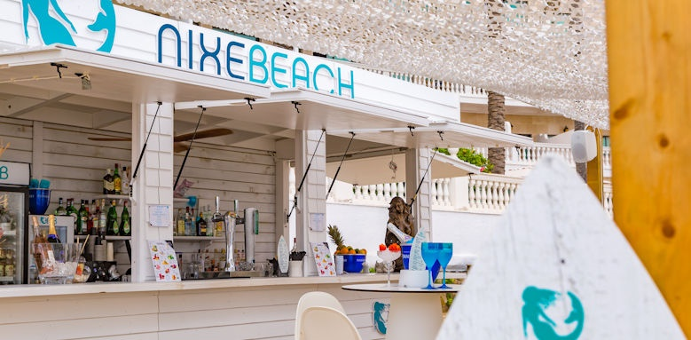Nixe Palace, beach drinks
