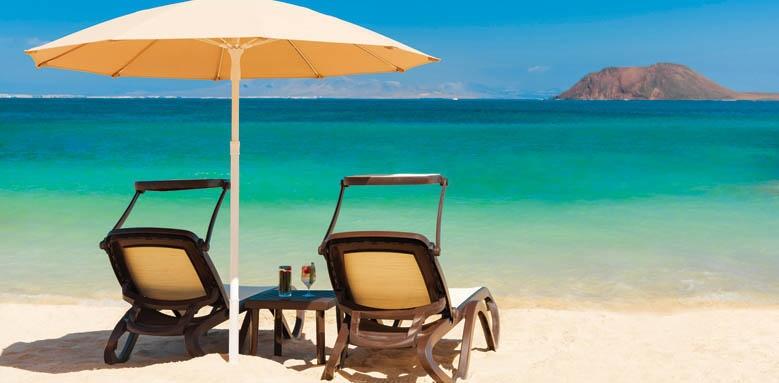 Gran Hotel Atlantis Bahia Real, beach and chairs