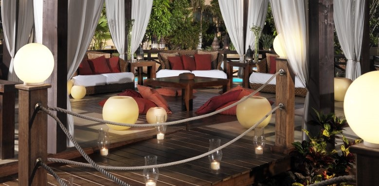 Grand Hotel Atlantis Bahia Real, Pergola Chill out