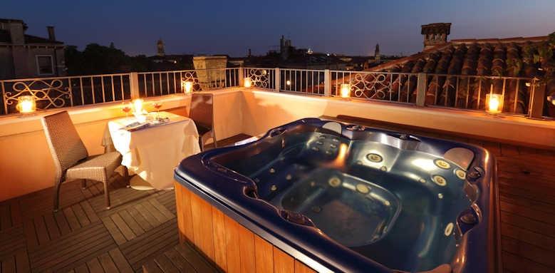 Palazzo Stern Hotel, hot tub