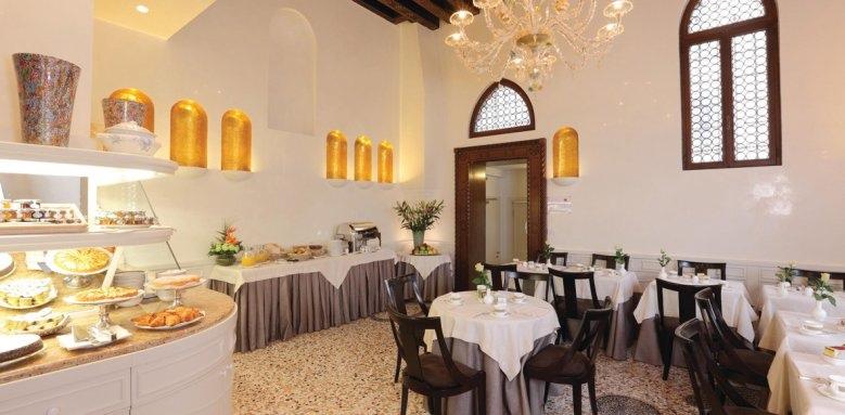 Palazzo Stern Hotel, Sala