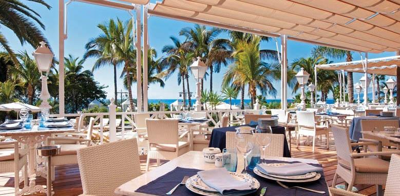 Bahia del Duque, club restaurant