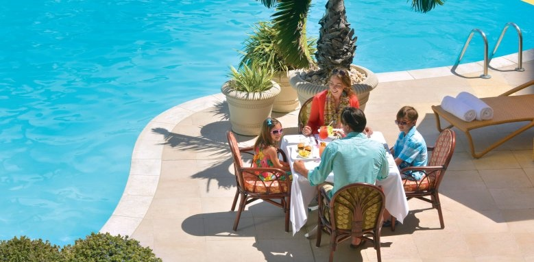 The Fairmont Southampton, family poolside dining