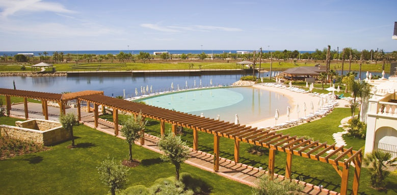 The Lake Resort, pool and lake