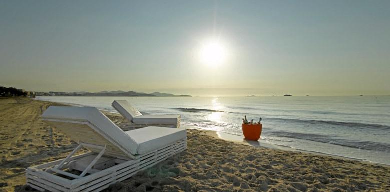 ushuaia ibiza beach, beach lounger
