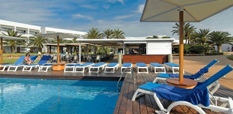 Fiesta Grand Palladium Palace Ibiza Resort & Spa, poolside