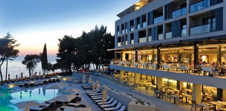 Hotel Laguna Parentium, exterior at night