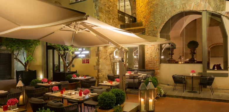 Hotel Brunelleschi, outdoor patio