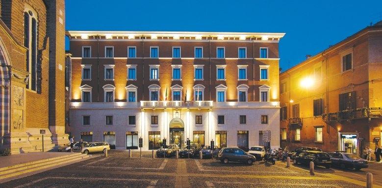 Due Torri Hotel, night exterior