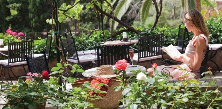 Es Port, gardens