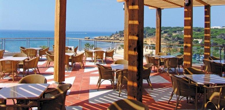 Grande Real Santa Eulalia Resort & Hotel Spa, bar pergula