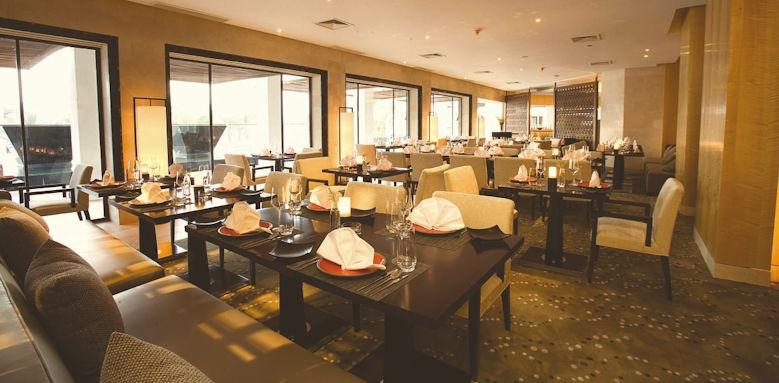 hilton luxoor, silk road restaurant