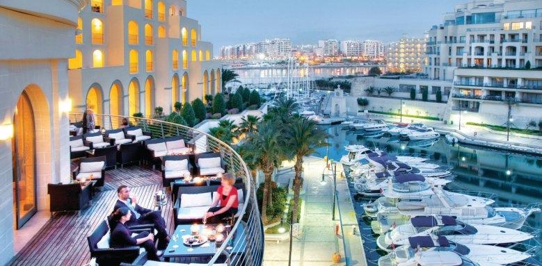 Hilton Malta, Quarterdeck bar