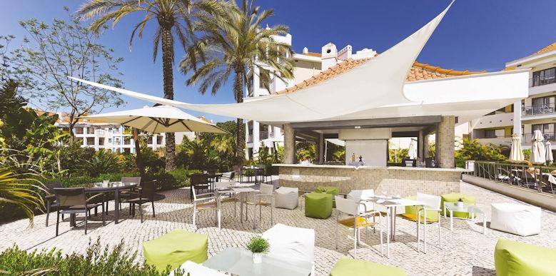 Hilton Vilamoura, fresco pool bar