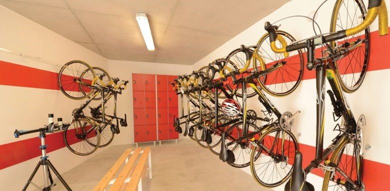 Illa D'or, bike storage