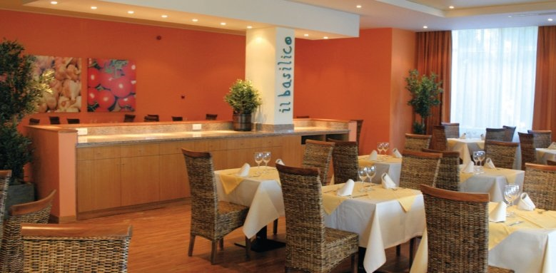 Porto Bay Falesia, Il Basilico restaurant
