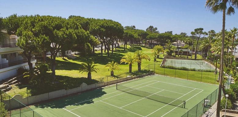 Ria Park, tennis court
