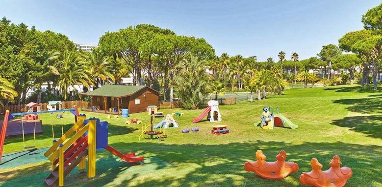 Ria Park, kids club